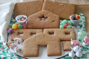 Complete Medium Gingerbread House Kit