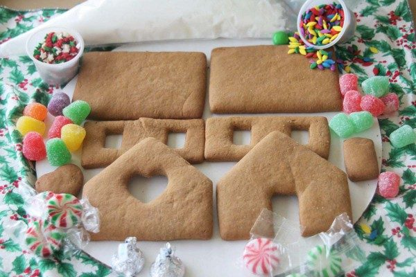 Complete Small Gingerbread House Kit